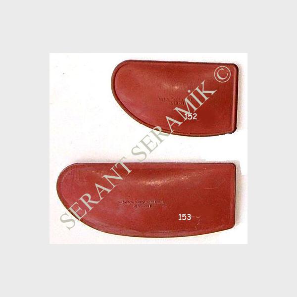 152-153  Kırmızı Lastik Sistreler
